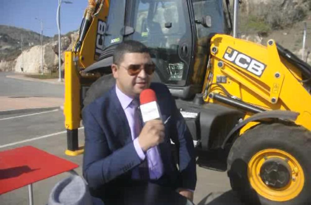 عبد الرحمان التحايفي يعرض منتوج خاص للطرق بالمؤتمر العاشر بالحسيمة .