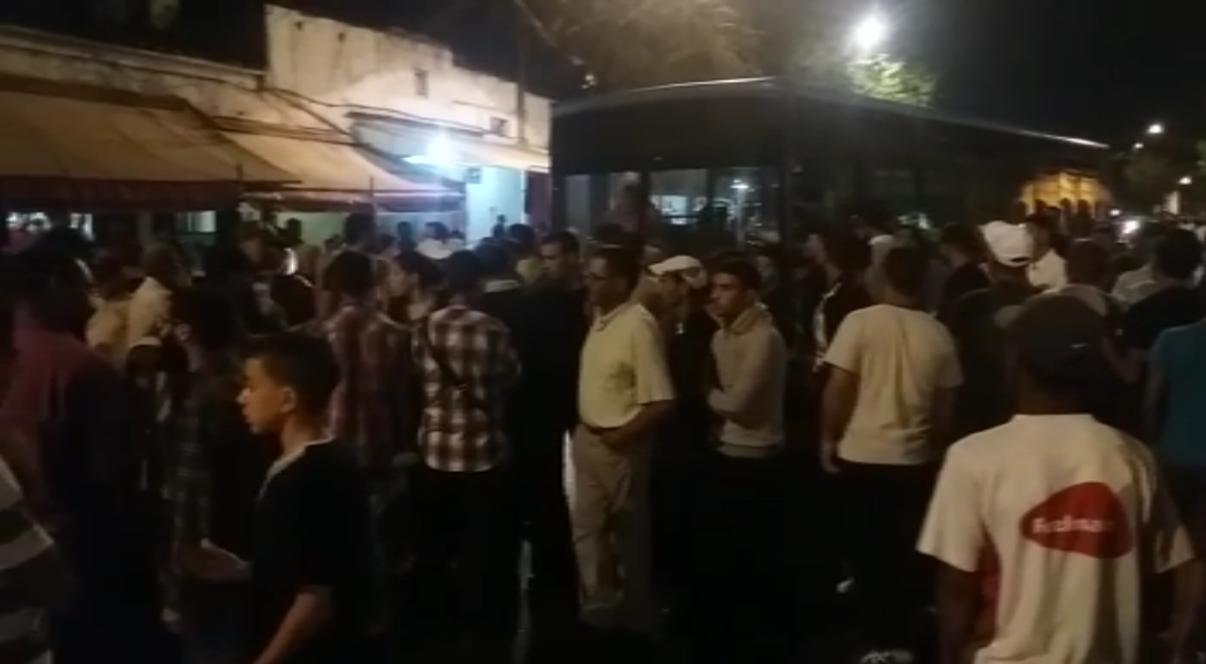 البيضاويون يحاصرون حركة سير الحافلات في قلب الدار البيضاء ...